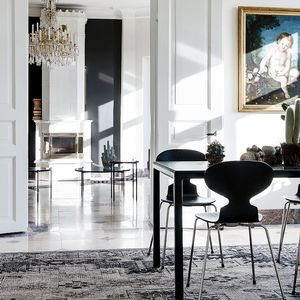 Step Inside a Gorgeous and Glamorous Big City Apartment