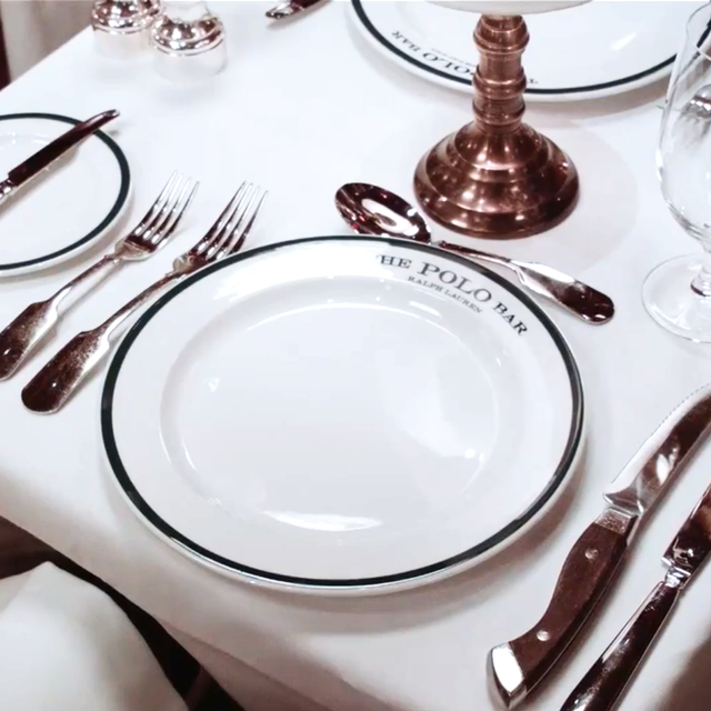 What Is Modern Dining Etiquette? Vogue Gives Us the Update