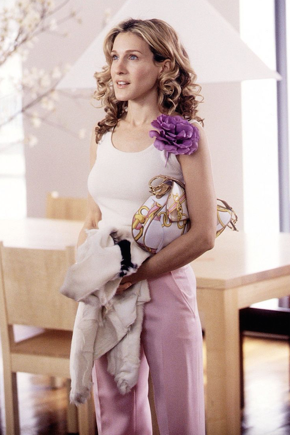 5 iconic carrie bradshaw outfits to inspire your summer