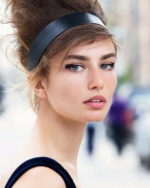 2 Romantic Ways To Wear A Black Headband