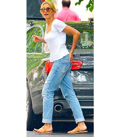 70b931121a8 A Celebrity Guide To Wearing Flat Sandals