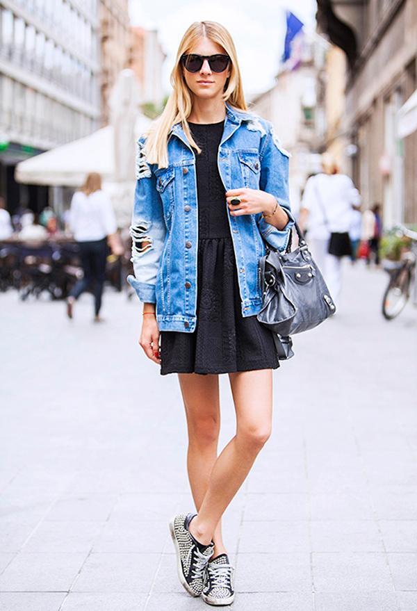 How To Wear An Oversized Denim Jacket Who What Wear Au