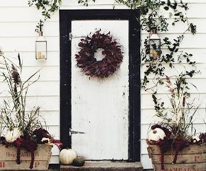 Ask Estee: Holiday Front Door Decorations