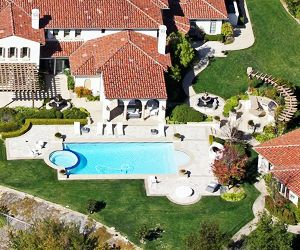 Khloe Kardashian Buys a New Home From a Major Pop Star