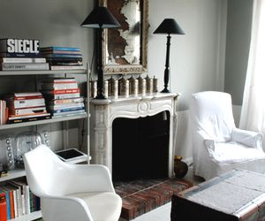 A Moody and Collected Paris Flat