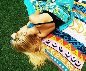 Get Jaime King's Cool-Girl Beach Towel