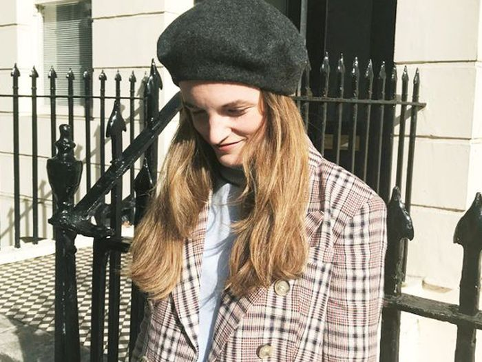 how to wear a french beret properly