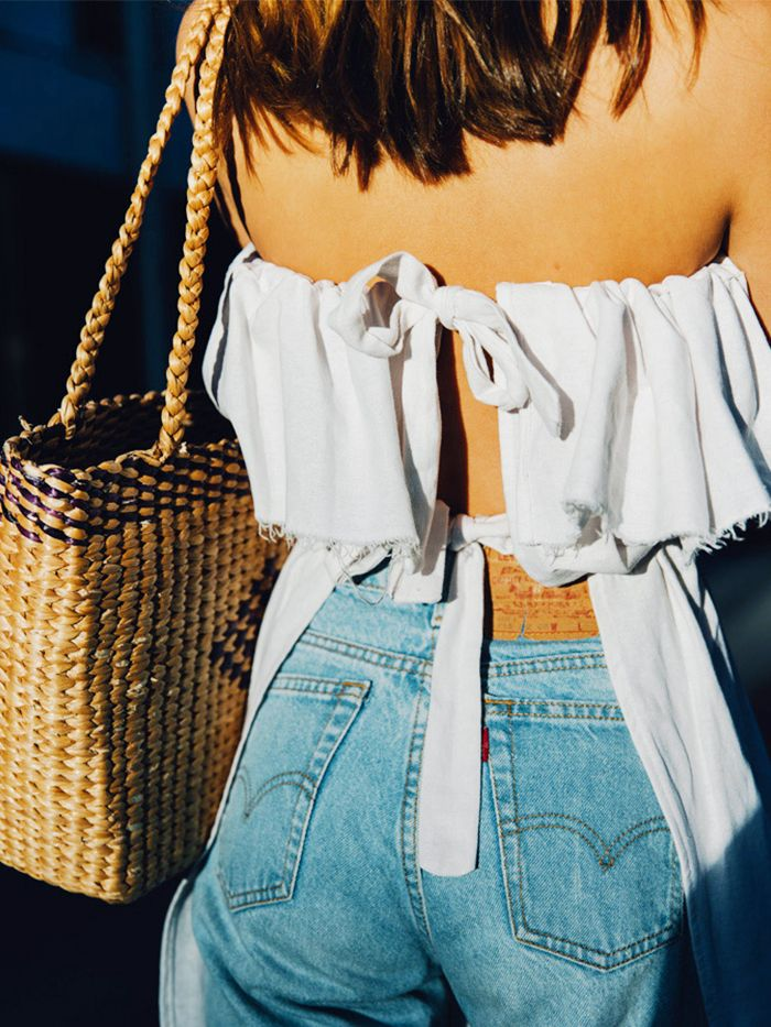 Summer Outfit Ideas: Wear a cute white top, basket bag and classic Levi's