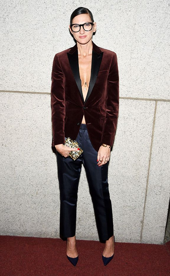 Style Notes:Not sure how to do the V-neck style? One way to do this is to button up a blazer and allow the lapels to form a flattering V-shape.
