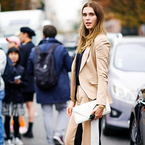 how to wear camel clothing: beige suit with white and black tones