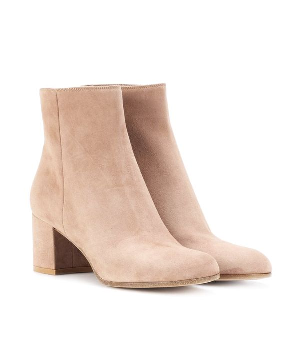 how to wear camel clothing: Gianvito Rossi Margaux Mid Suede Ankle Boots