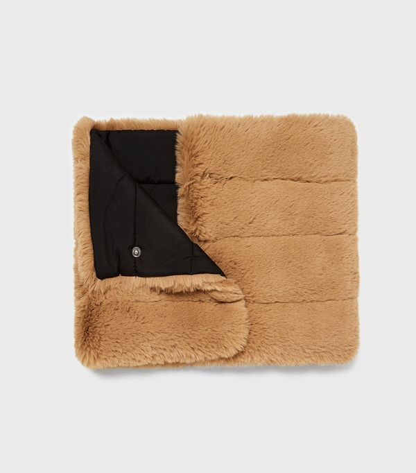 how to wear camel clothing: Zara Reversible Textured Neck Warmer