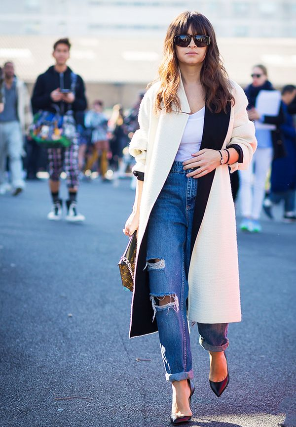 How to wear boyfriend jeans: Mirsolava Duma in ripped boyfriend jeans and a white coat