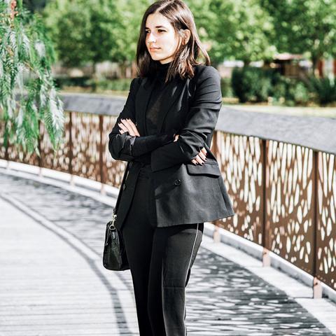 All-black outfits: Ari Di Bari in black trousers and blazer