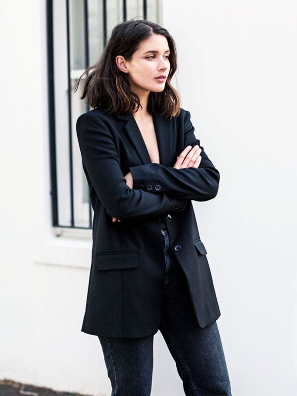 All-black outfits: Harper and Harley in black jeans and blazer