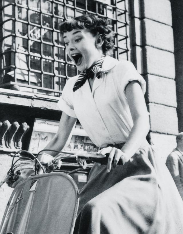 Audrey Hepburn style: Silk scarf in Roman Holiday
