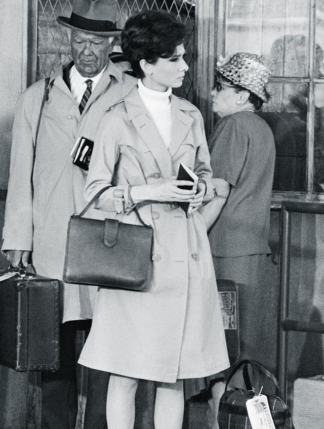 Audrey Hepburn style: trench coat