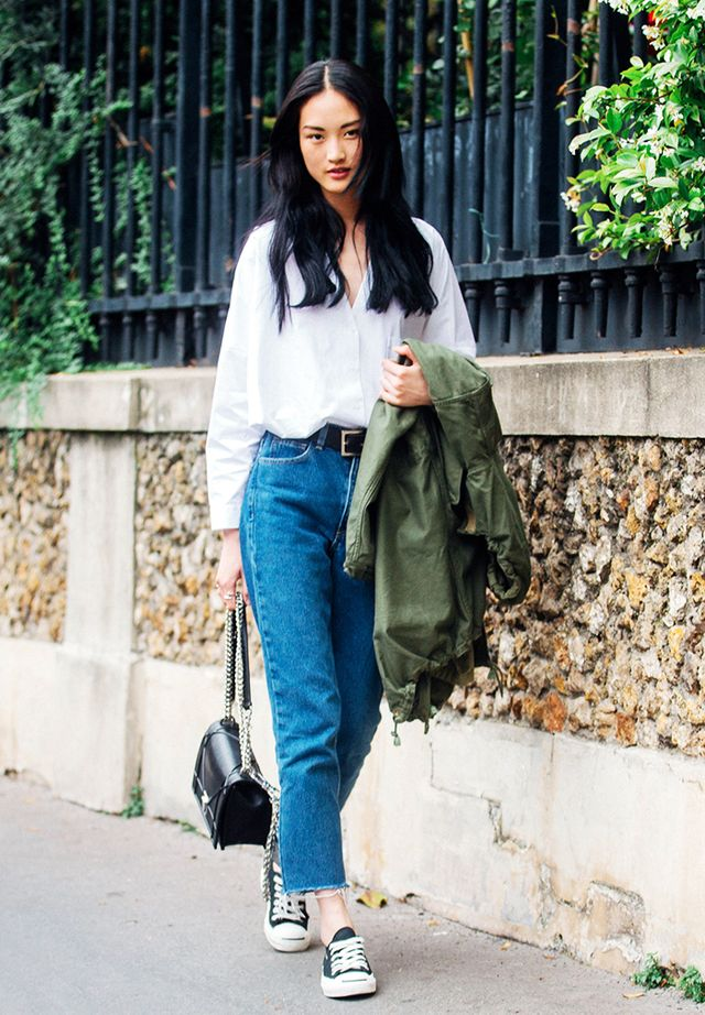 How to Wear Converse: jeans, white blouse, and black bag