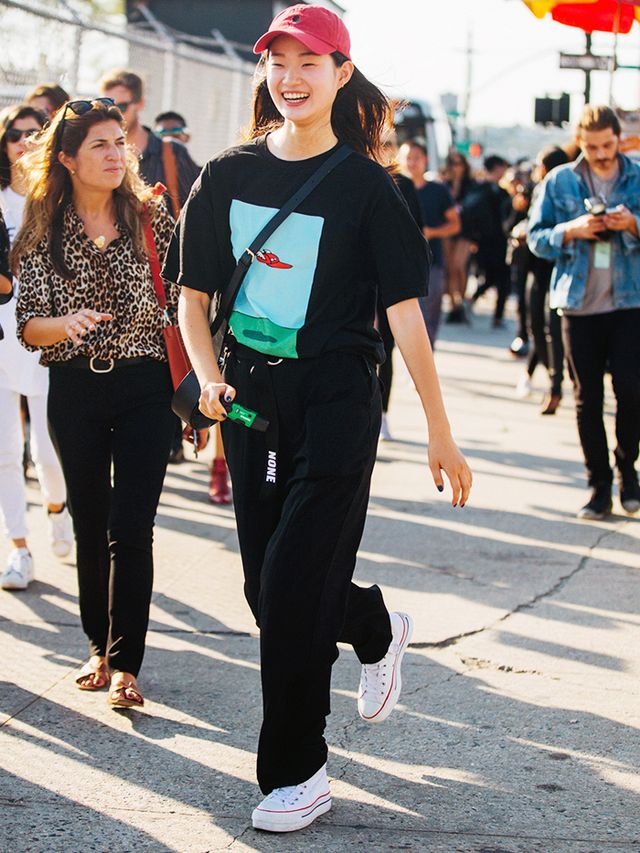 How to Wear Converse: all-black outfit with boxfresh white trainers