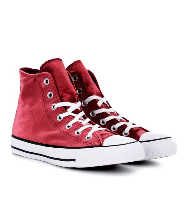 How to Wear Converse: Converse Chuck Taylor All Star Sneakers