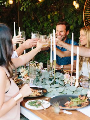 How to Host a Dinner Party for a Crowd in a Small Space