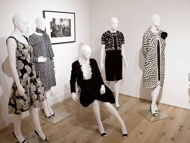 Shop the most amazing pieces from Oscar de la Renta. What's the coolest fashion exhibit you've been to before? Let us know in the comments!
