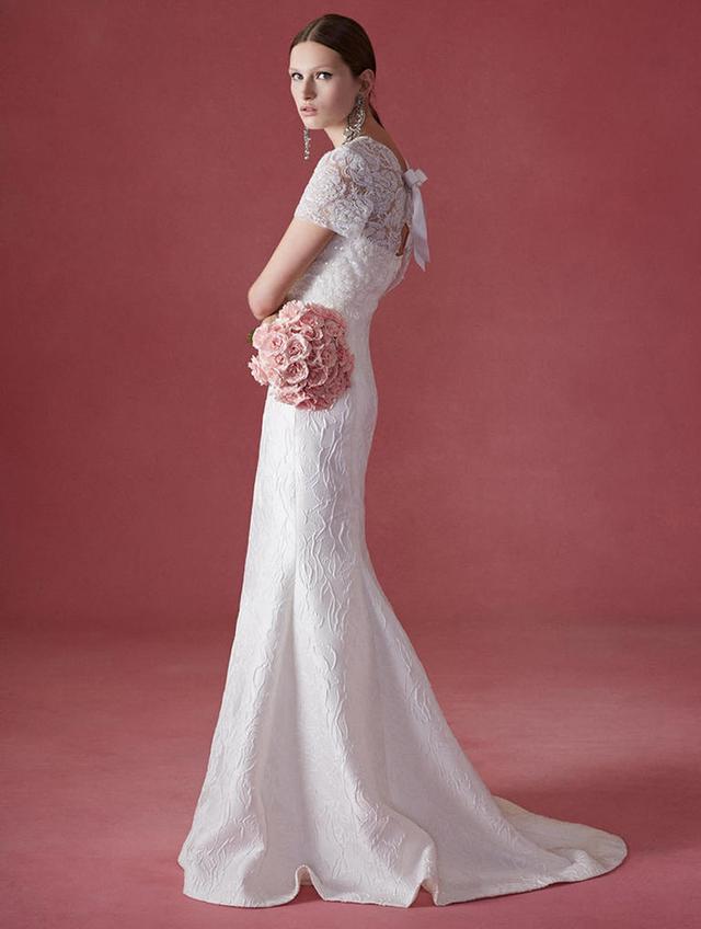 Shop the latest Oscar de la Renta!  Which dress is your favourite? Tell us below!