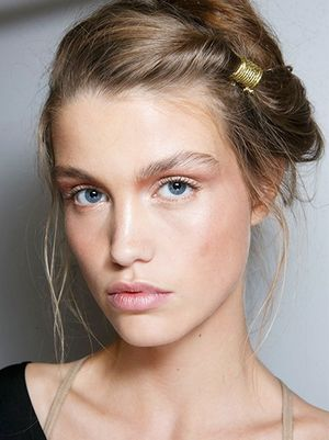 9 Runway-Approved Hairstyles to Wear to the Races
