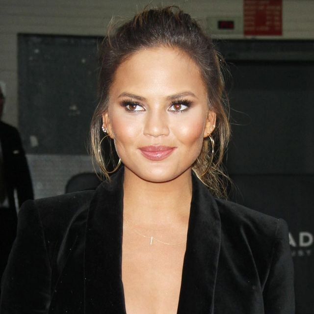 Chrissy Teigen's Styling Trick Just Blew Our Minds