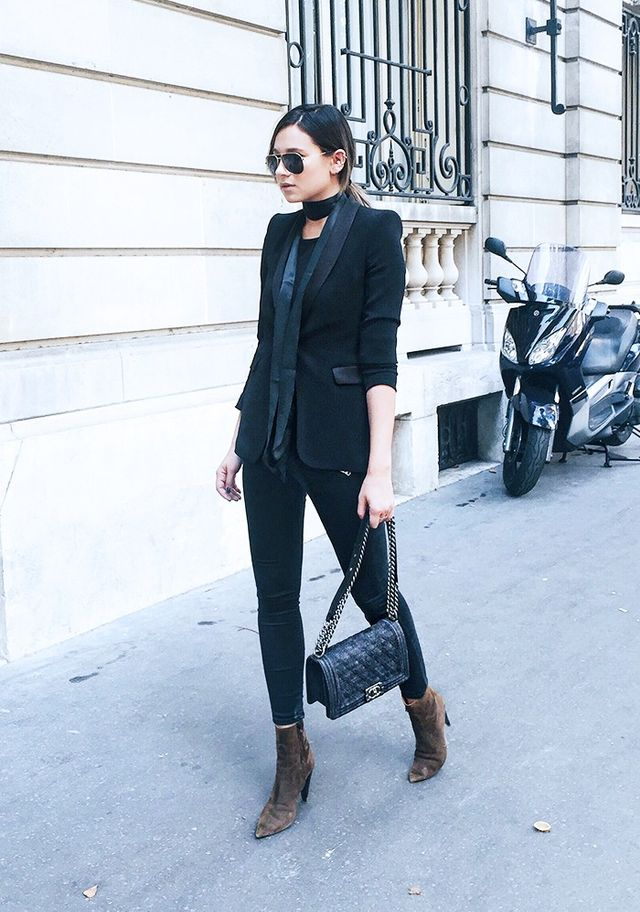 Thetuxedo jacket isat the top of every fashion aficionados shopping listbecause it's a versatile, all-hours cover-up.For an easy casual-cool outfit formula,try black...