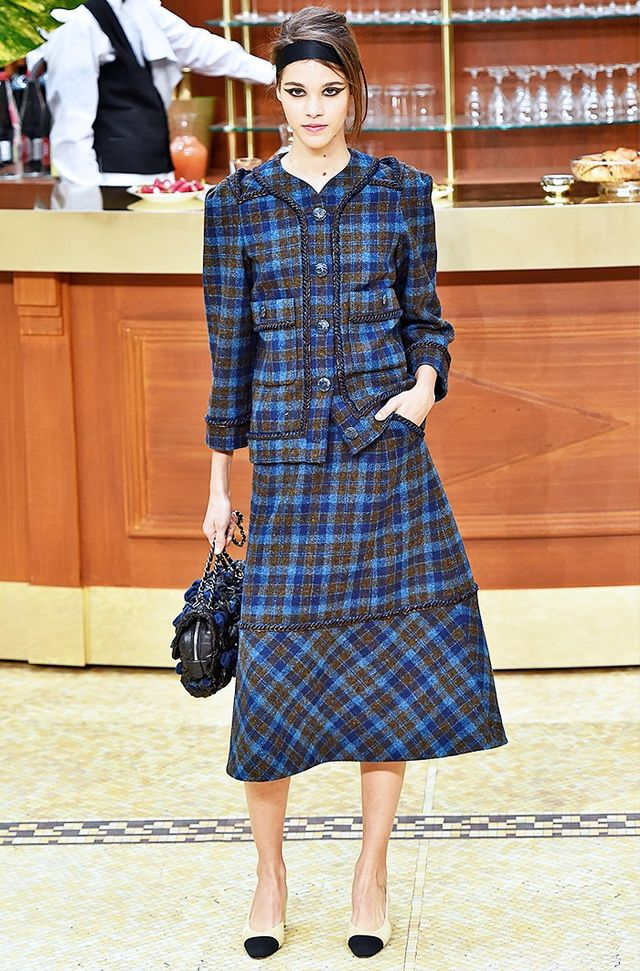 Chanel A/W 15 Catwalk Notes: The slightly oversized cut of the tailoring lends a effortless-twist to this skirt suit.