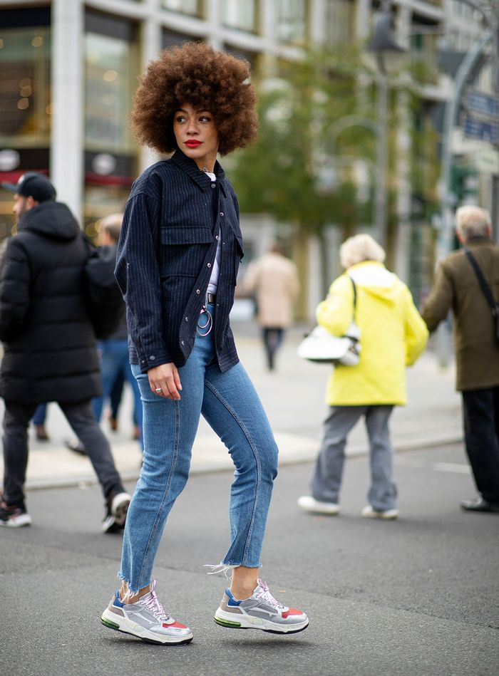 How to wear jeans and sneakers