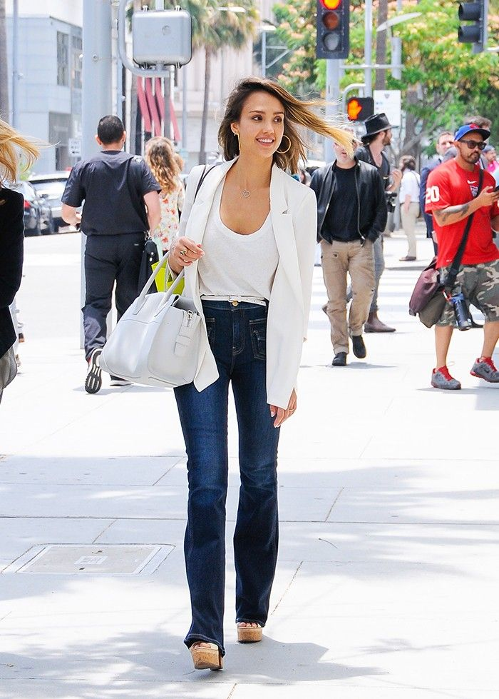 Jessica Alba jeans and a T-shirt