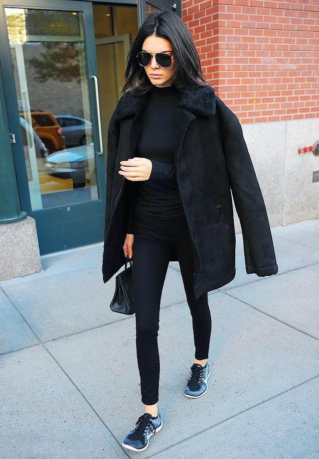 They know that sneakers look their best with skinny pants and leggings, as opposed to baggy pants: