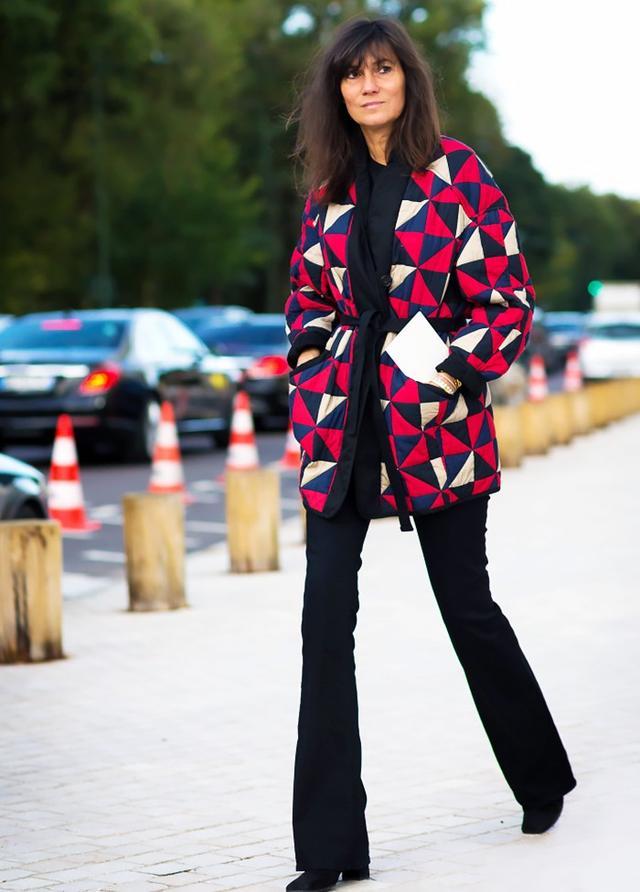 Owns ParisStyle: Emmanuelle Alt Emmanuelle Alt's uniformis simple but powerful: black top, black bottoms, and a statement jacket. It's been her signature for years, but...