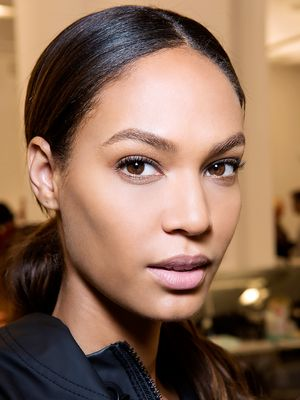 5 Makeup Tricks for Girls With Narrow Faces