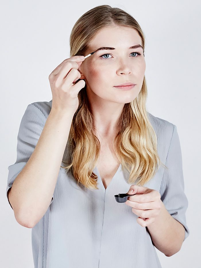 How to tint your eyebrows at home byrdie uk solutioingenieria Gallery