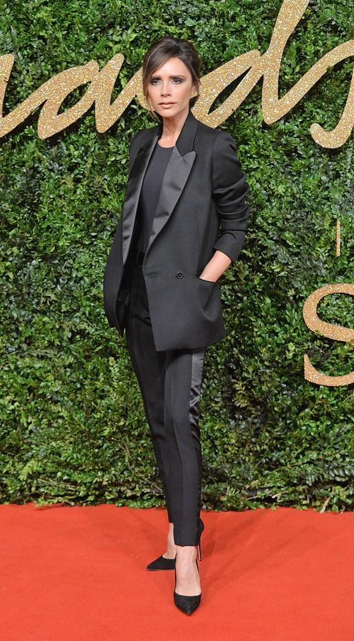 WHO: Victoria Beckham WEAR:Victoria Beckham suit.