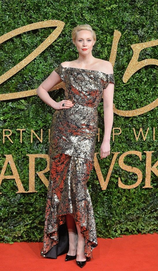 WHO: Gwendoline Christie WEAR: Vivienne Westwood Couture black lace silhouette gown with rose gold sequin overlay.