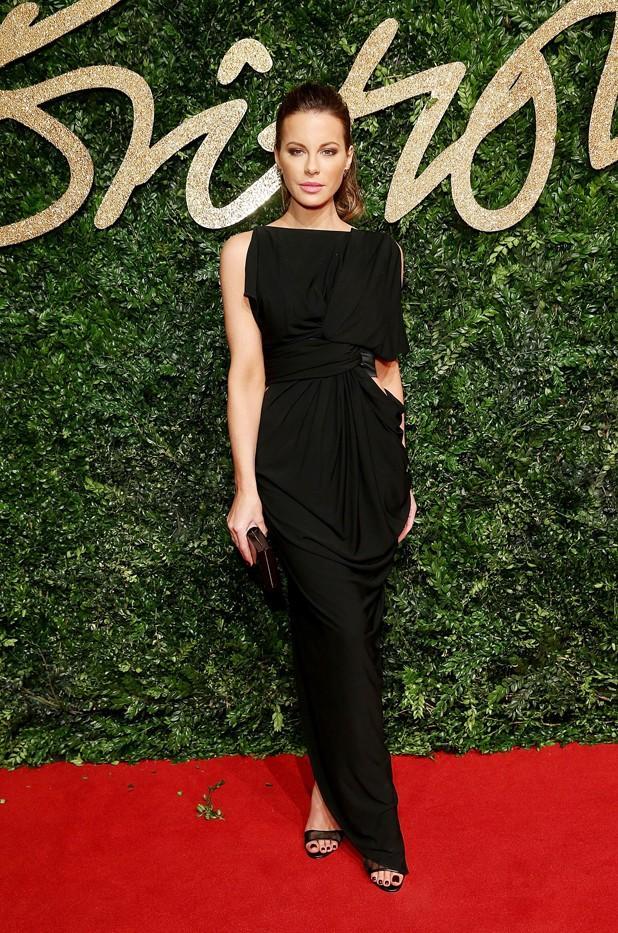 WHO: Kate Beckinsale WEAR: Lee Savage clutch.