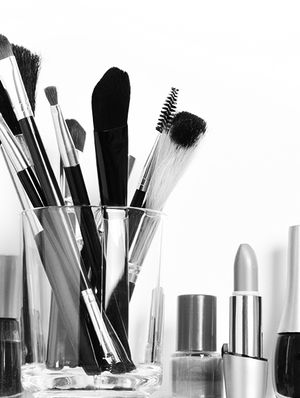 5 Tips for Keeping Your Vanity Clutter-Free