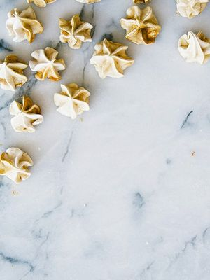 These Gingerbread Meringue Kisses Are Divine