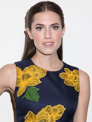 Allison Williams Shares Photo of Marnie's Wedding Dress From Girls