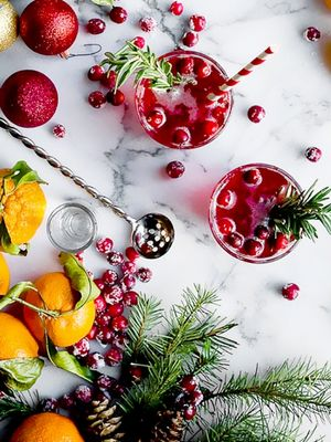 7 Beautiful and Delicious Holiday Cocktails