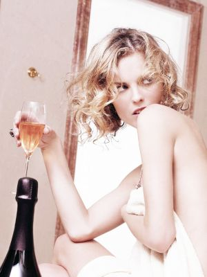Yikes: This Is What Alcohol Does to Your Hair