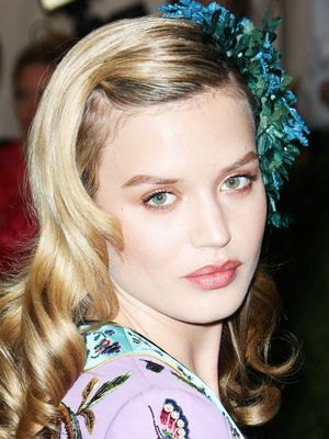10 Ways to Wear Hair Accessories, According to the A-List