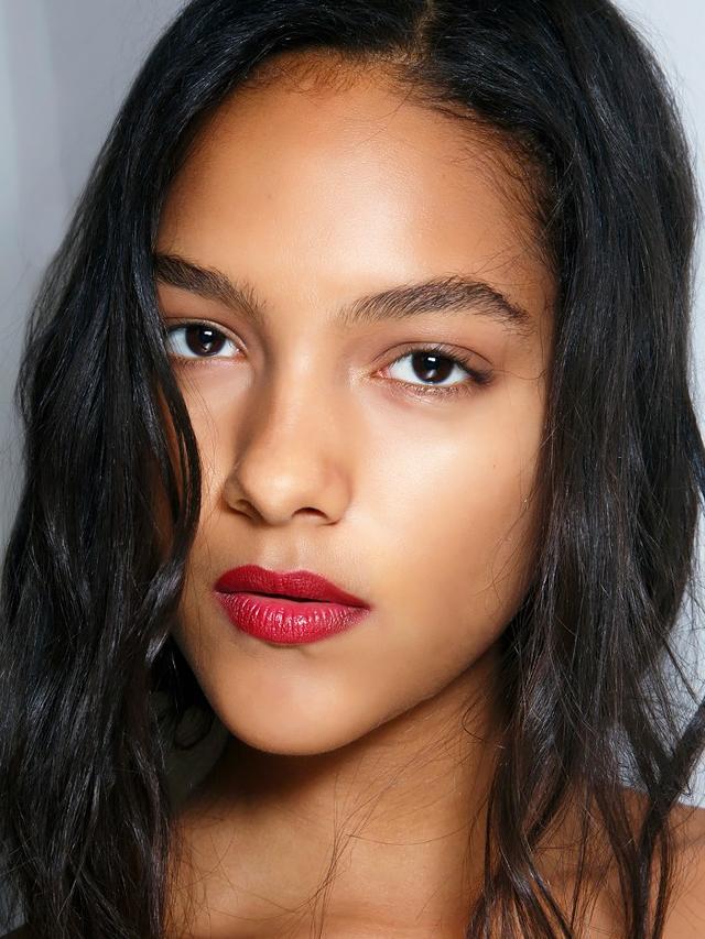 7 Makeup Hacks For Dark Skin Tones