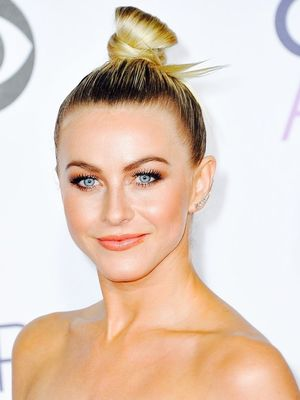 How to Perfect a Red Carpet–Worthy Topknot