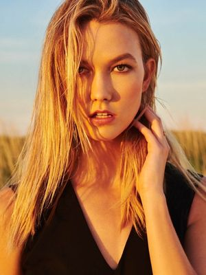 Karlie Kloss Lands Another Gorgeous Spring Campaign