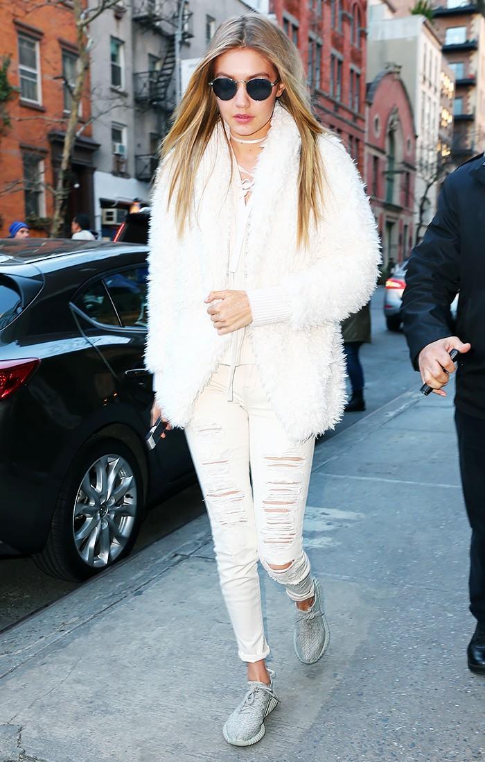 Fashion Girls Who Wear Yeezy Boosts